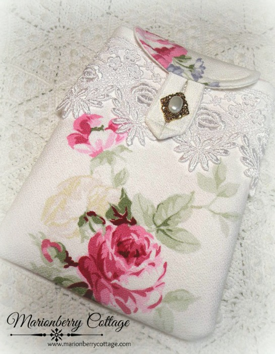 Kindle/tablet/Ipad mini Sleeve Rich pink roses barkcloth