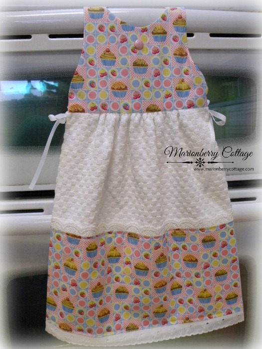 SUN DRESS Hanging towel Cupcakes Pink sweetness