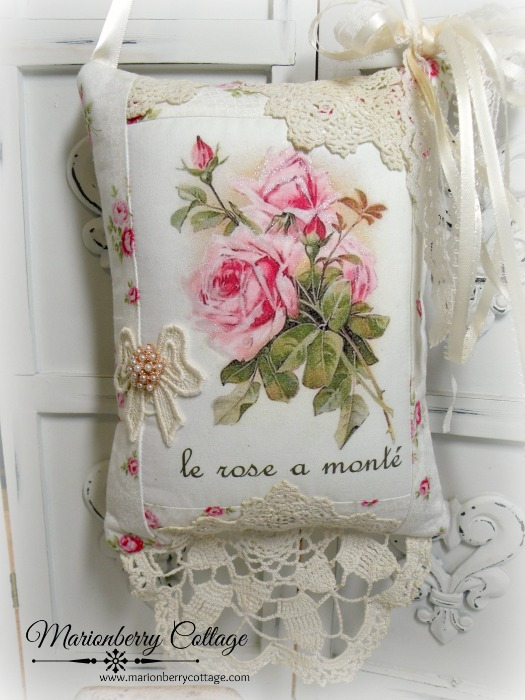 French Le rose a monte Keepsake pillow w/matching tag and sachet