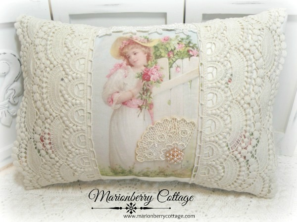 KEEPSAKE pillow Girl with pink roses