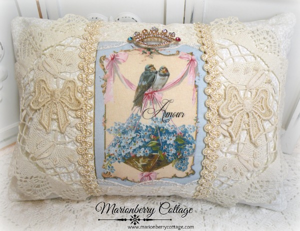 KEEPSAKE pillow Bluebirds & Forget me nots