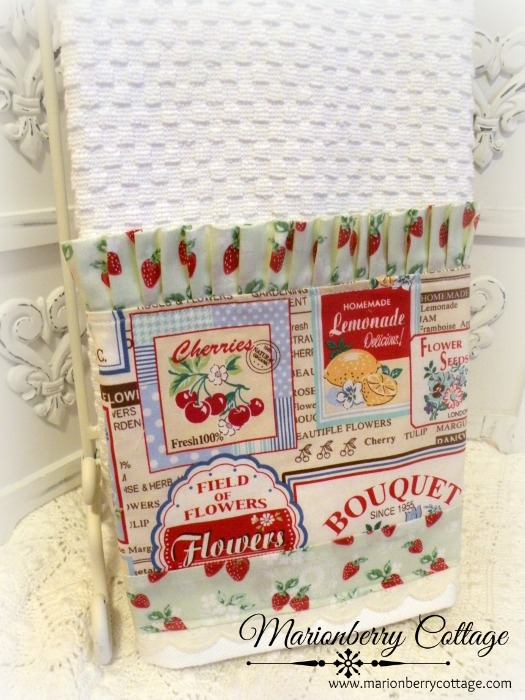 Retro labels with strawberries Kitchen towel