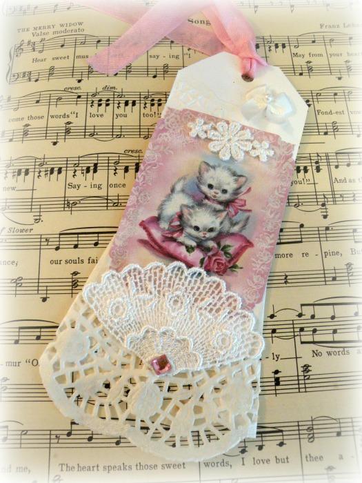 Vintage white kittens gift tag