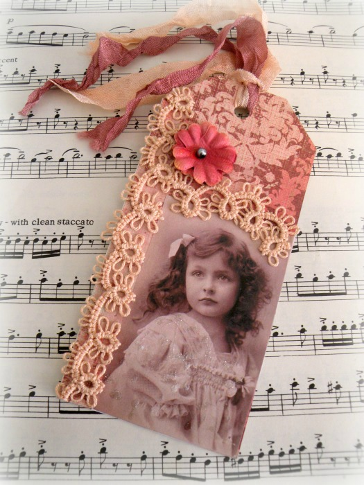 Vintage photo tatting gift tag