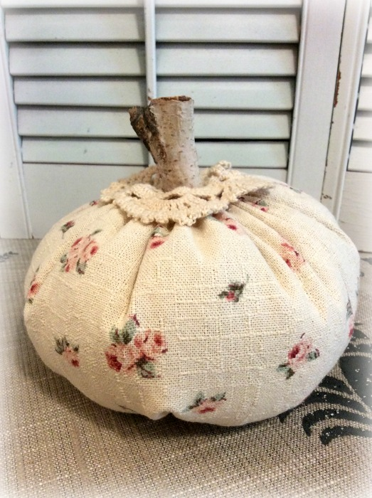 "Classic tiny romantic roses punkin w/crochet 8"""