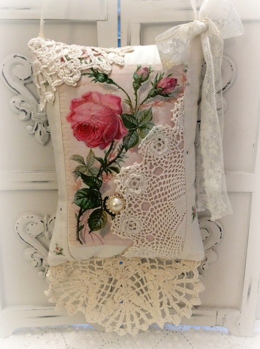 KEEPSAKE Gift Pillow Single pink rose w/matching tag